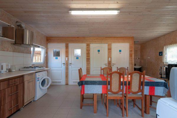 Kuchnia i toalety domki nad rozlewiskiem